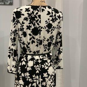 Maggy London Dresses - Maggy London floral print dress size M